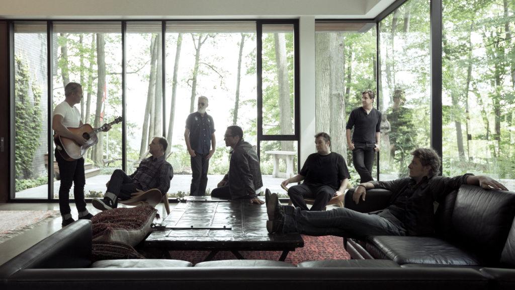 Left to Right: Colin Cripps, Bob Egan, Greg Keelor, Glenn Milchem, Bazil Donovan, Michael Boguski, Jim Cuddy. Photo by Dustin Rabin.